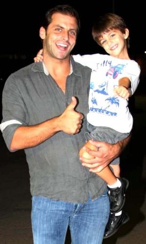 Henri Castelli e o filho Lucas na apresentação especial do Cirque du Soleil em São Paulo (10/3/2010)