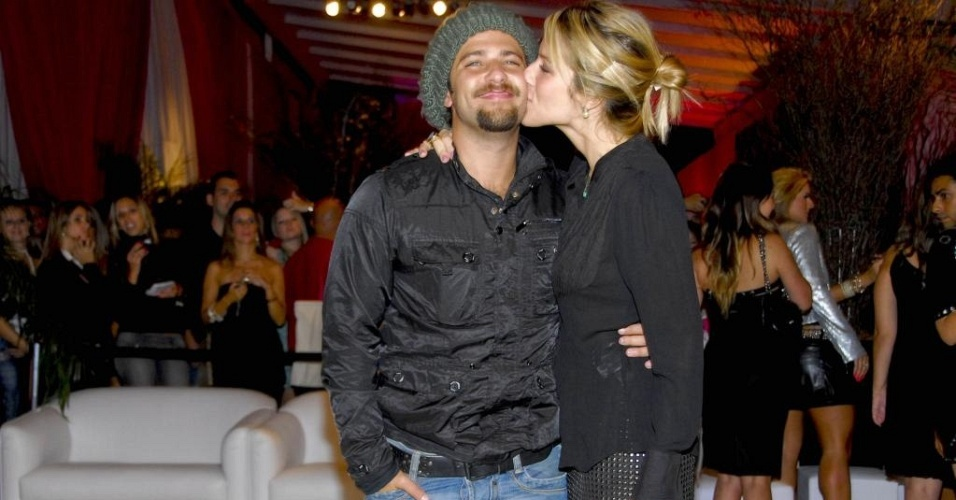 Bruno Gagliasso e Giovanna Ewbank  em evento de moda em So Paulo (1/3/10)