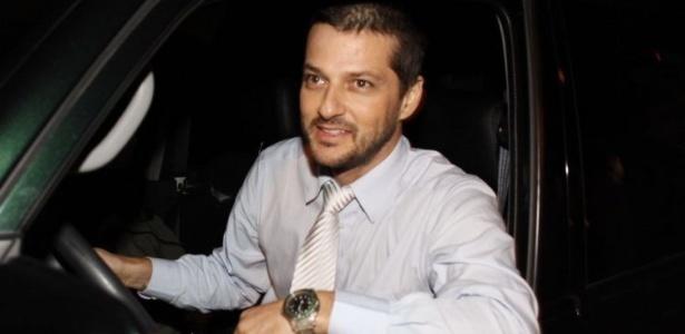 O ator Marcelo Serrado chega para o casamento de Bruno Gagliasso e Giovanna Ewbank, em um sítio em Itaipava, interior do Rio de Janeiro (13/3/10)