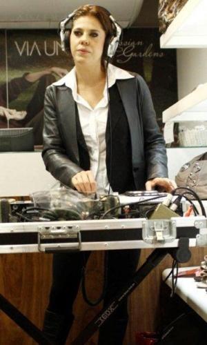 Barbara Paz é DJ em evento no Rio de Janeiro (17/3)