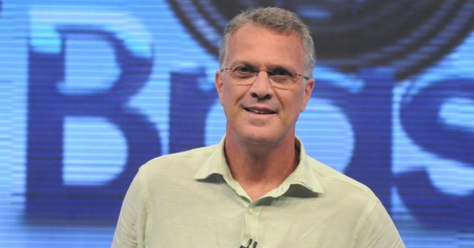 O apresentador Pedro Bial no cenário do Big Brother Brasil (1/2010)