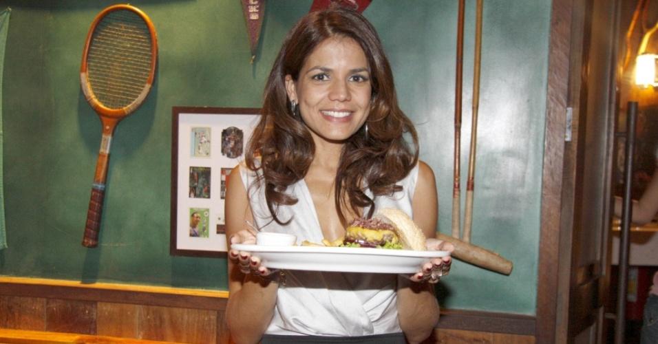 A atriz Nivea Stelmann no lançamento do seu sanduiche Bistrô Burguer no Joe&Leos, no Rio de Janeiro (24/3/2010)