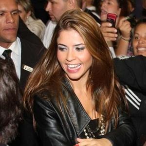 Ex-bbb Cacau em tarde de autógrafos da revista Playboy em São Paulo (06/04/2010)