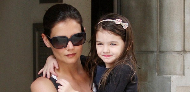Katie Holmes e Suri Cruise saem para passeio em Nova York (11/4/2010)