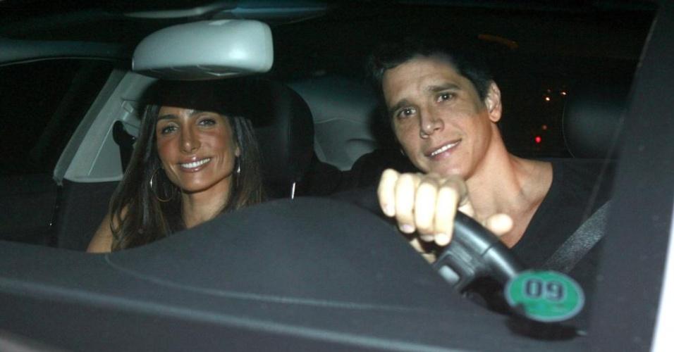 Márcio Garcia chega em jantar oferecido por Luciano Huck e Angélica na residência do casal, no Rio de Janeiro (15/4/2010)