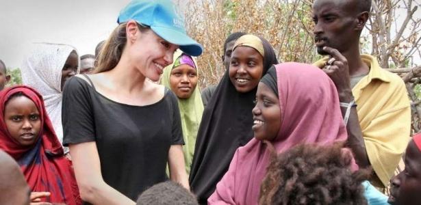 Embaixadora da Boa Vontade da Acnur, Angelina Jolie visita acampamentos de Dadaab, no Quênia (set/2009)