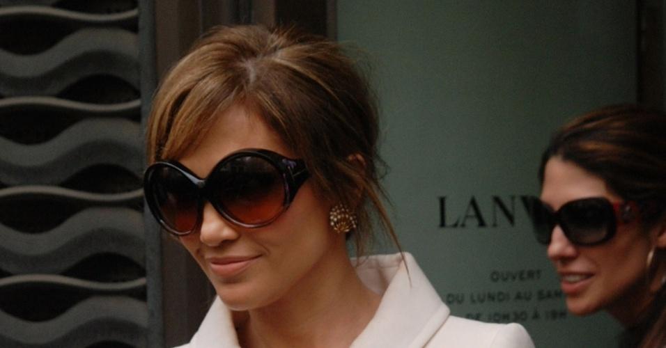 Jennifer Lopes faz compras em Paris (26/4/2010)