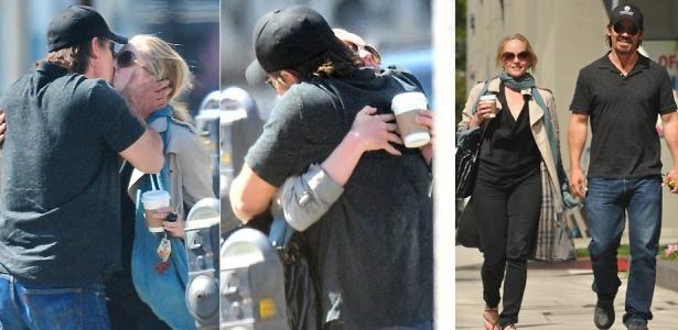 Fotos do ator Josh Brolin beijando a atriz Marley Shelton após tomarem um café em Santa Monica, na Califórnia (28/4/2010)