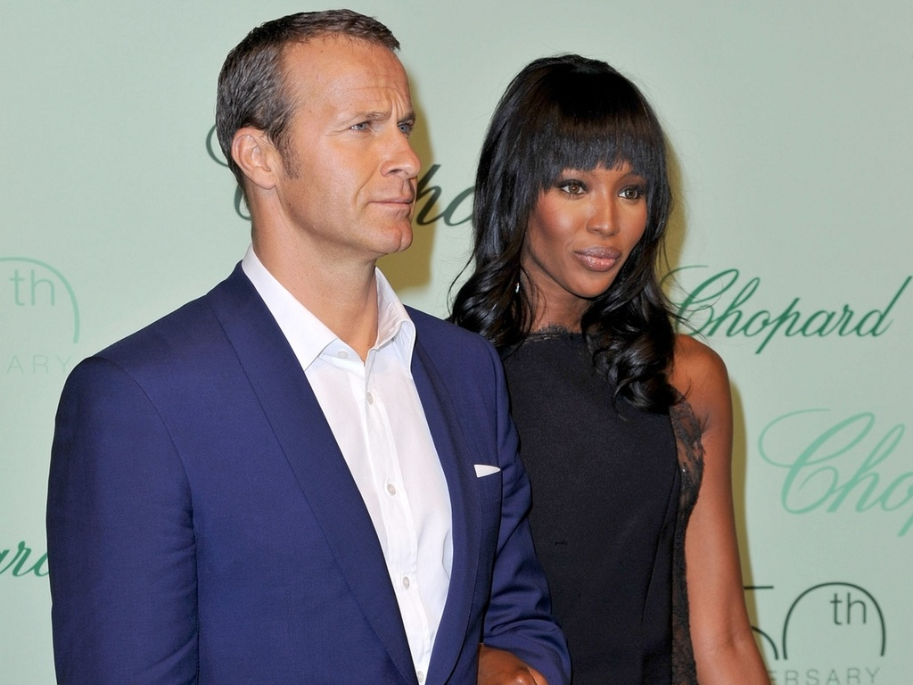 A modelo Naomi Campbell e o namorado, o milionrio russo Vladimir Doronin, no tapete vermelho da festa de 150 anos de uma marca de luxo em Palm Beach, Pointe Croisette, durante a 63 edio do Festival de Cannes (17/5/2010)
