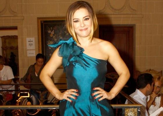 http://m.i.uol.com.br/celebridades/2010/05/20/regiane-alves-em-evento-de-moda-no-rio-de-janeiro-29042010-1274368142886_560x400.jpg