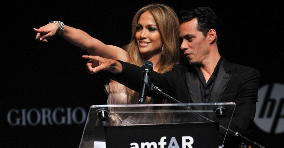 Jennifer Lopez e Marc Anthony no Cinema Against Aids no Hotel du Cap, em Antibes, durante o Festival de Cannes (20/5/2010)