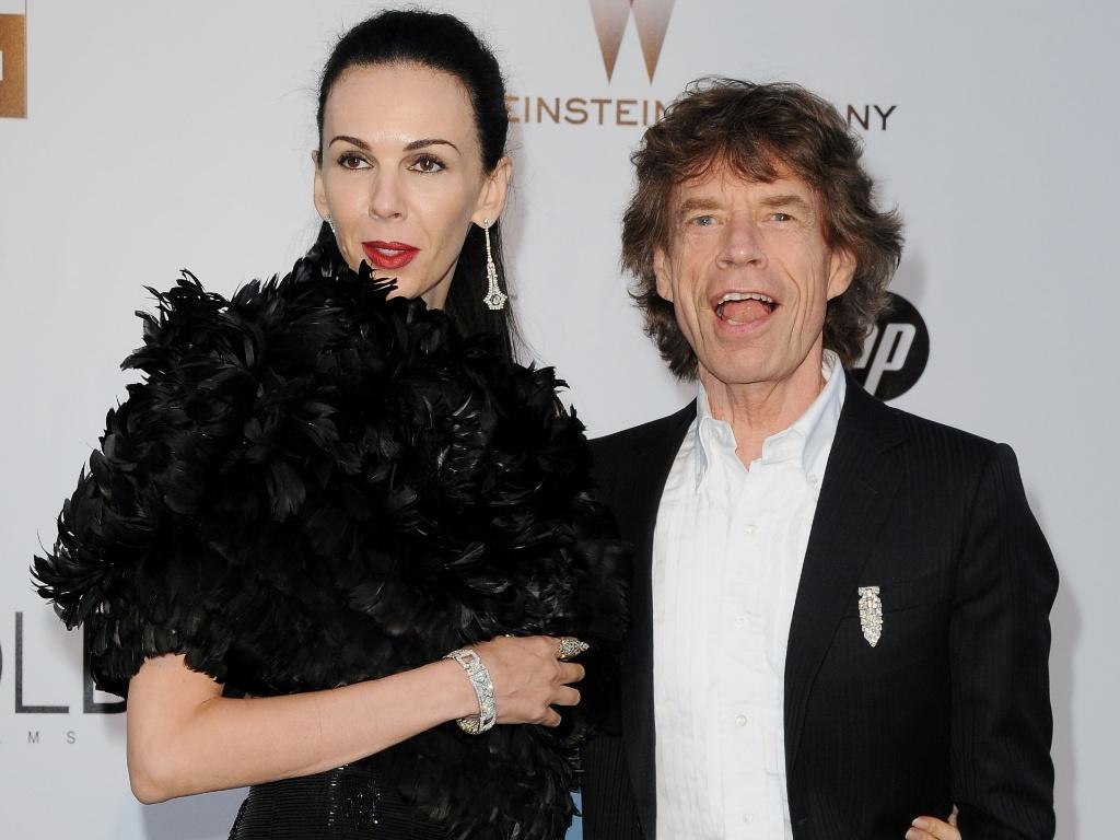 Mick Jagger e a mulher L'Wren Scott participam do baile de gala beneficente