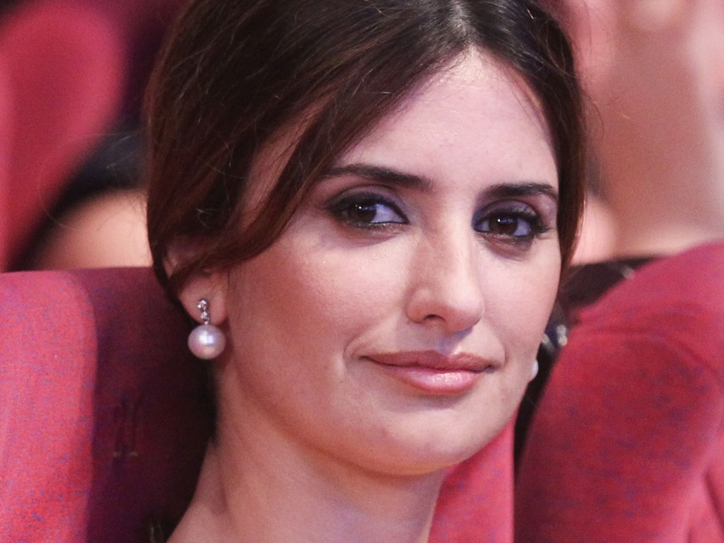 Penlope Cruz assiste  premiao do 63 Festival de Cannes e ganha declarao de amor de Javier Bardem (23/05/2010)