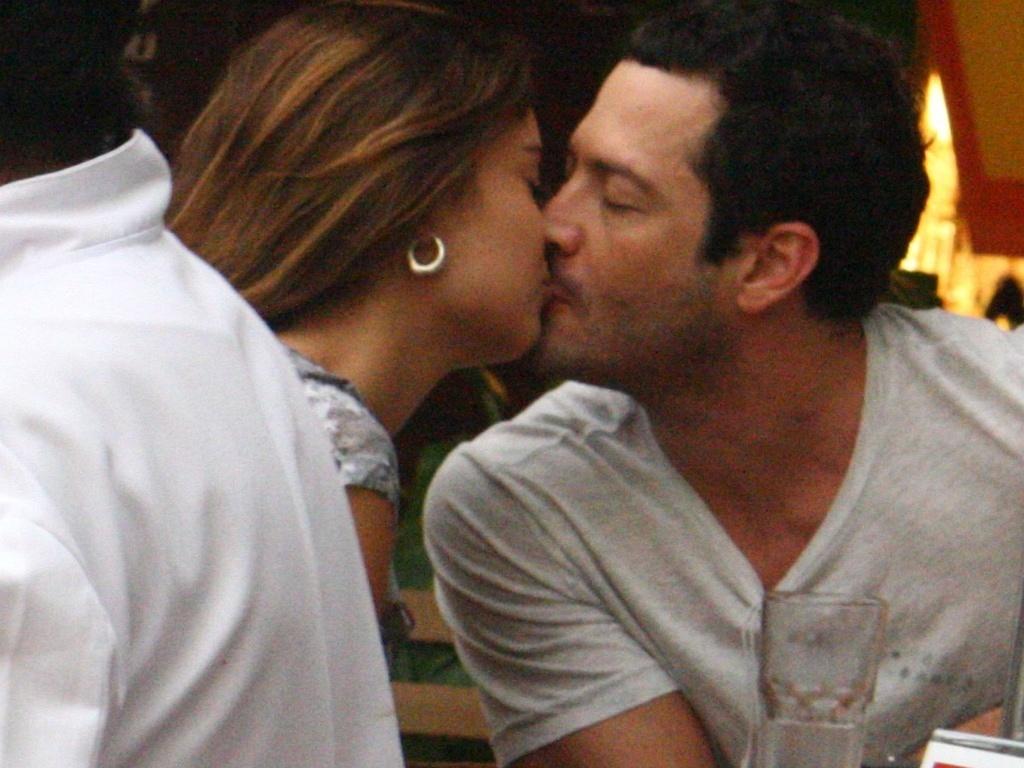 Malvino Salvador e Sophie Charlotte namoram em shopping do Rio de Janeiro (25/5/2010)