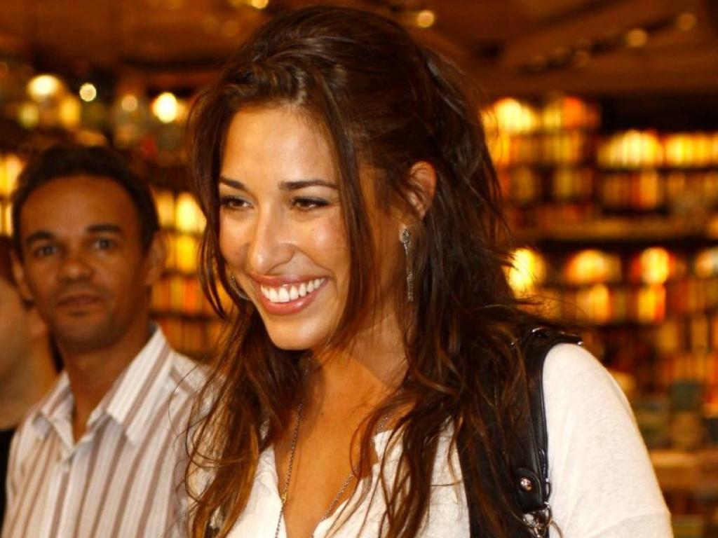 Giselle Itié em lançamento de livro, no Rio (13/4/10)