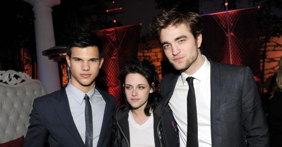 Taylor Lautner, Kristen Steawart e Robert Pattinson participam de première de