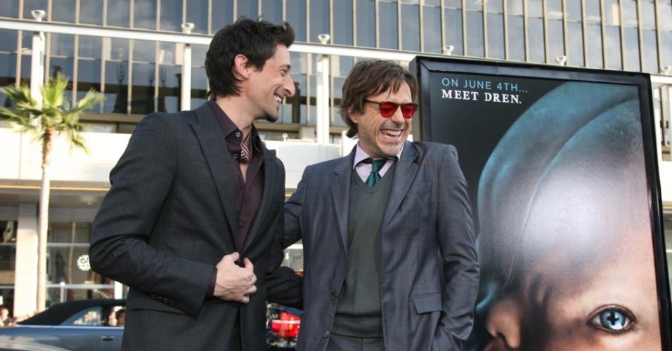 Adam Brody e Robert Downey Jr. participam de première de