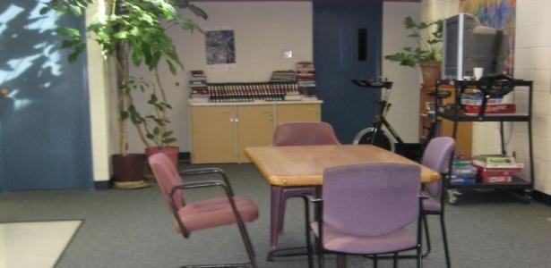 Sala comum na Cadeia de Pitkin County, em Aspen, onde Charlie Sheen deve cumprir pena