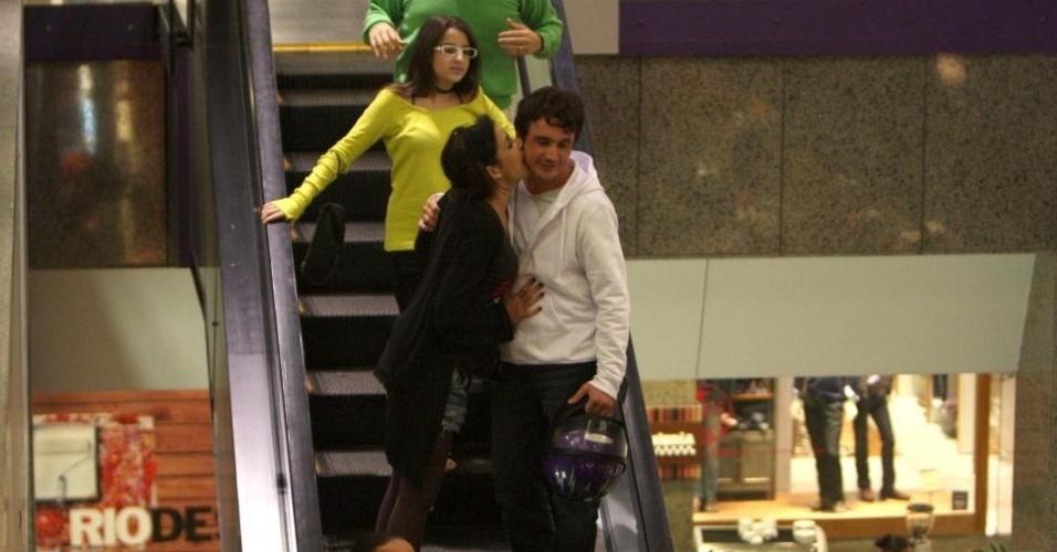 Gisele Itié e Caio Junqueira são fotografados juntos pela primeira vez