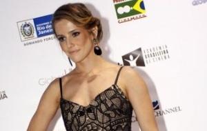 Deborah Secco chega ao Grande Prêmio do Cinema Brasileiro, no Teatro João Caetano, Rio de Janeiro (8/6/10)