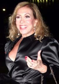 http://m.i.uol.com.br/celebridades/2010/06/11/a-atriz-arlete-salles-no-coquetel-do-elenco-de-hairspray-no-espaco-oliva-pink-em-sao-paulo-1132010-1276299854724_200x285.jpg