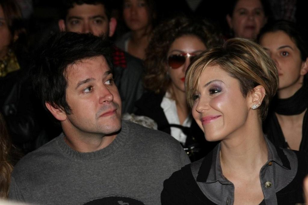 O casal Murilo Benício e Guilhermina Guinle assiste ao desfile da coleção feminina de Alexandre Herchcovitch na Bienal (10/6/2010)