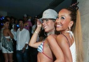 Adriane Galisteu e Sabrina durante festa de aniversário de Helinho Calfat, com temática