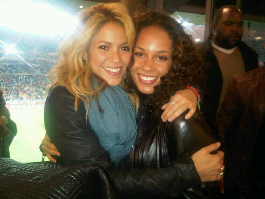 Shakira e Alicia Keys no jogo de abertura da Copa do Mundo (11/6/2010)
