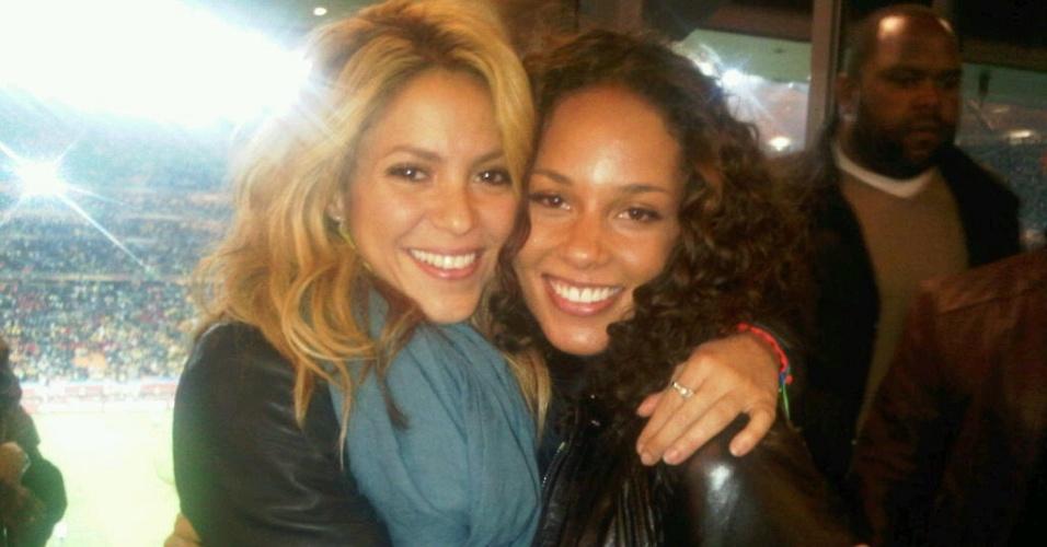 Shakira e Alicia Keys no jogo de abertura da Copa do Mundo (11/6/2010)