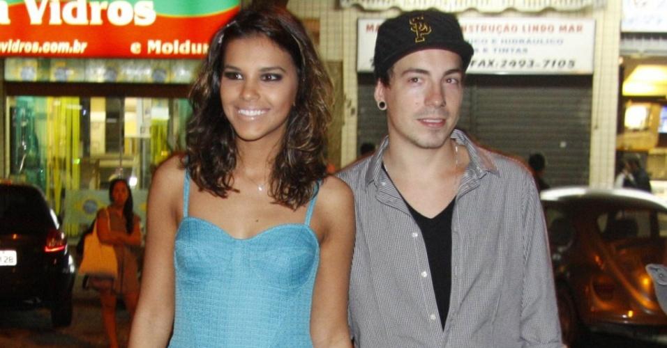 A atriz Mariana Rios e o namorado Di Ferrero chegam à casa noturna no Rio de Janeiro para o aniversário de 25 anos da atriz (21/6/2010)