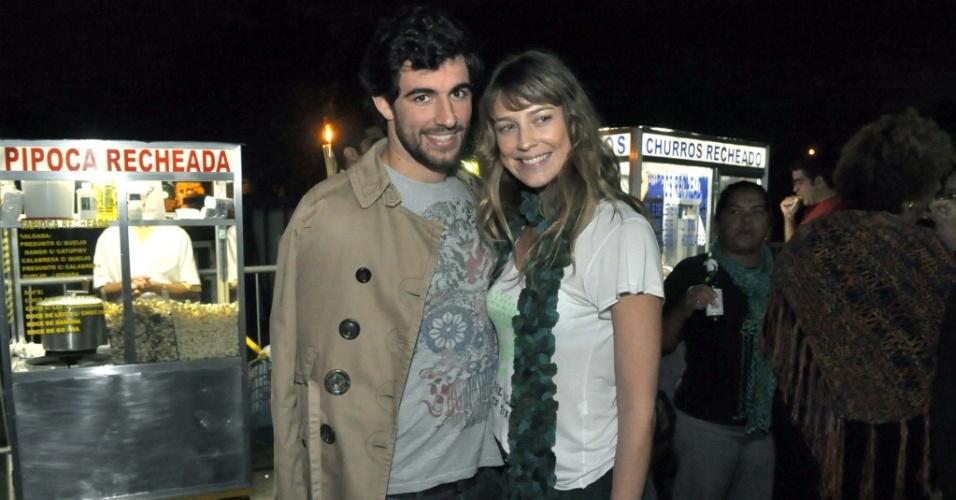 A atriz Luana Piovani e o empresário Felipe Simão na gravação do Acústico MTV 2 de Lulu Santos no Rio de Janeiro (23/6/2010)