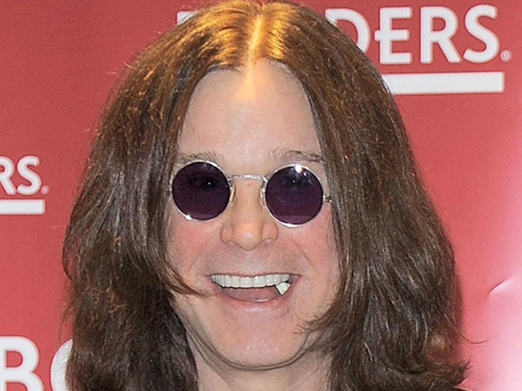 O cantor Ozzy Osbourne no lançamento de sua biografia