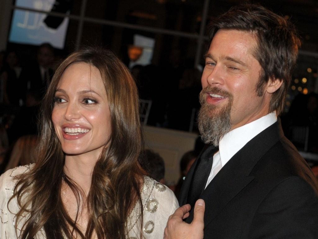 Angelina Jolie e Brad Pitt em um baile da UNICEF em hotel de Beverly Hills (10/12/2009)