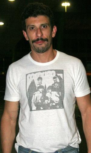 O ator Milhem Cortaz chega à festa Gambiarra na Varanda Viva Rio, no Rio de Janeiro (31/1/2010)