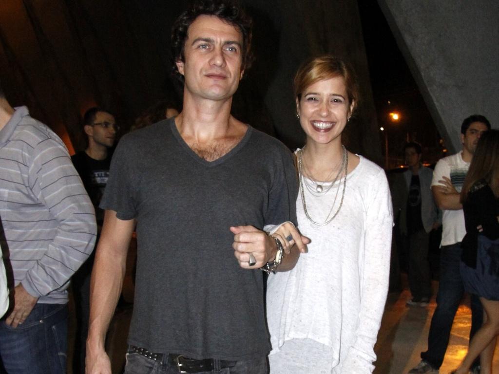 http://m.i.uol.com.br/celebridades/2010/07/11/gabriel-braga-nunes-e-paloma-duarte-vao-ao-teatro-em-sao-paulo-1072010-1278870363766_1024x768.jpg