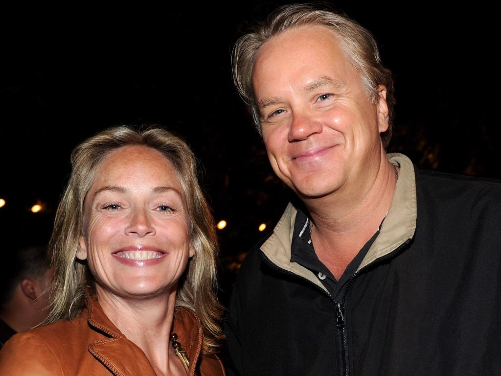 Sharon Stone e Tim Robbins participam de arrecadação de fundos em prol do acesso à literatura em Los Angeles