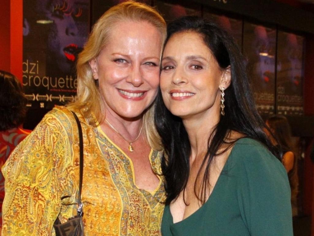 Da esquerda para direita, Lucinha Lins e Sonia Braga na pré-estreia do filme Dzi Croquettes, no Rio (12/7/10)
