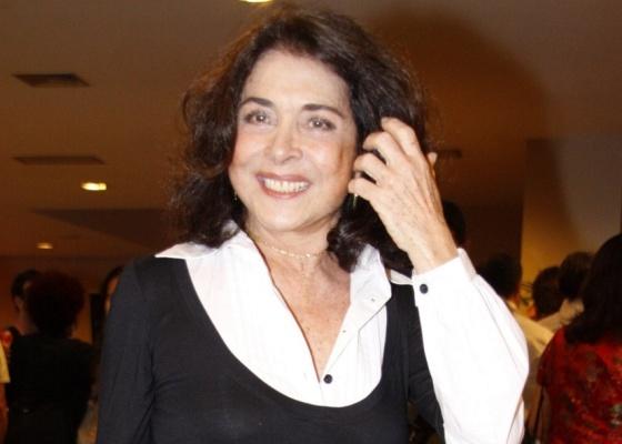Betty Faria assina com a Globo e será mãe de Alexia em 'Av. Brasil'