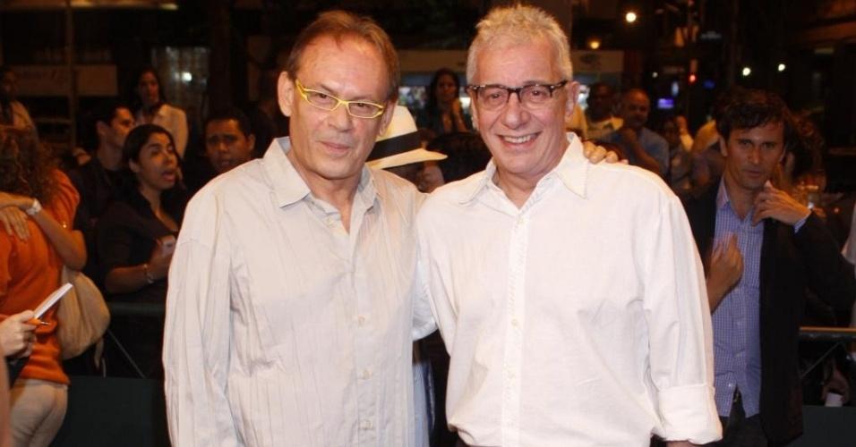 Da esquerda para a direita, José Wilker e Marco Nanini na pré-estreia de