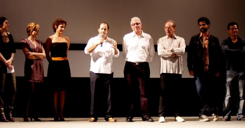 O diretor Guel Arraes fala na pré-estreia de