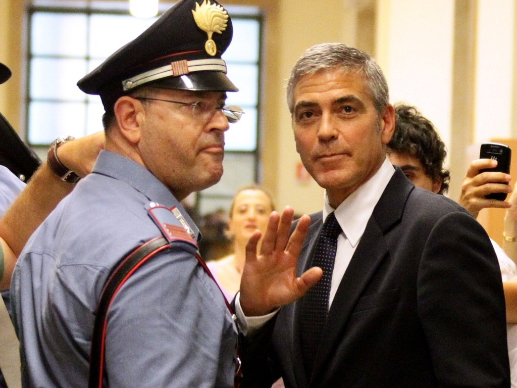 O ator George Clooney em um tribunal de Milo (16/7/2010)