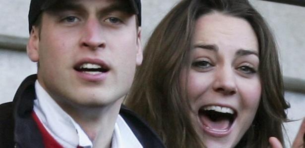 Príncipe William e a namorada, Kate Middleton, assistem a jogo de rugby entre Inglaterra e Itália, em Londres (10/2/2007)