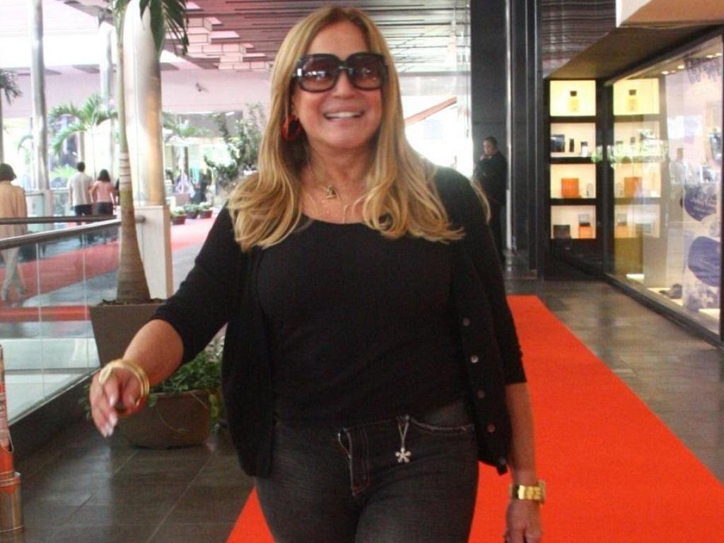 Susana Vieira passeia em shopping, no Rio (04/06/10)
