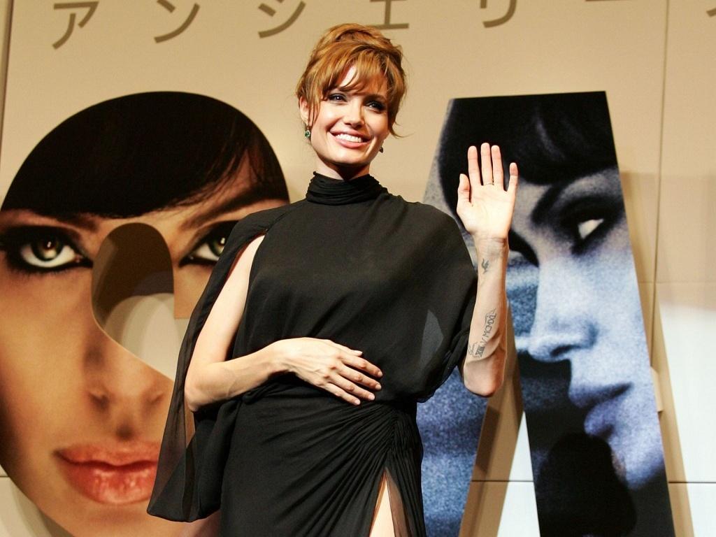 A atriz Angelina Jolie na première de