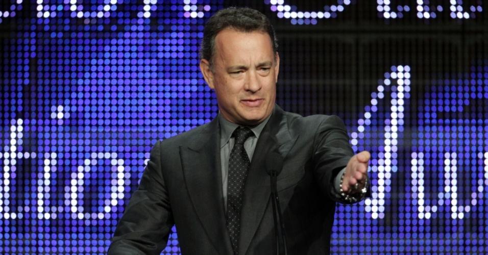 Tom Hanks recebe prêmio pela minissérie
