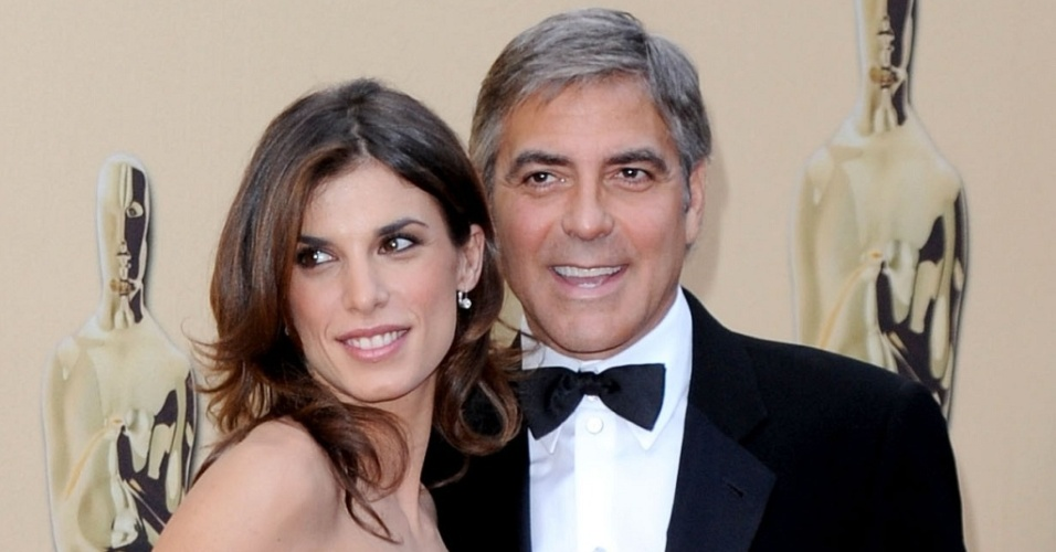 O ator George Clooney e a apresentadora de TV Elisabetta Canalis no Oscar 2010, em Hollywood (7/3/2010)