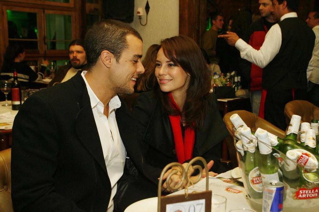 Joaquim Lopez e Paola Oliveira em clima de romance durante festa para celebridades no Festival de Gramado (13/8/10)