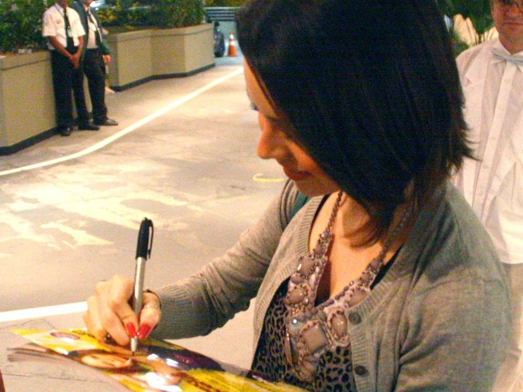Sandy passeia e janta com o casal de amigos Fernanda Rodrigues e Raoni Carneiro em um shopping carioca, na sexta-feira (13/8/2010)