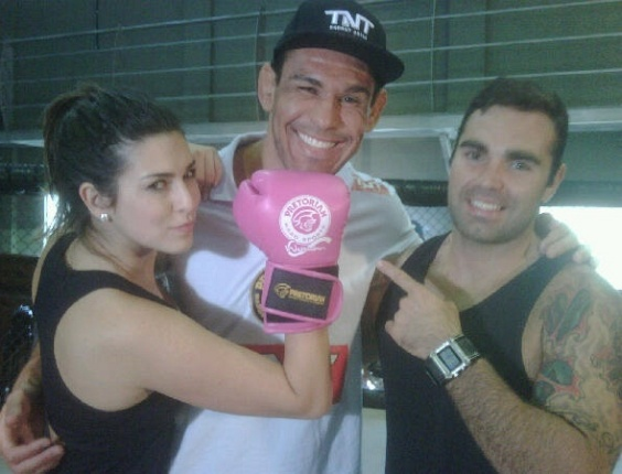 Fernanda Paes Leme, Minotouro e Francisco Salgado em aula de boxe (19/8/10)