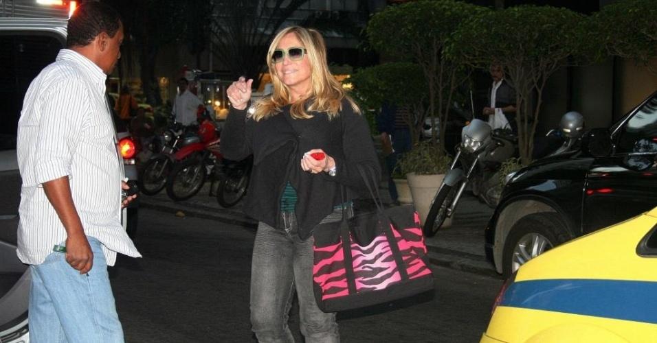 Susana Vieira durante passeio pelo Leblon, zona sul do Rio de Janeiro (18/8/10)